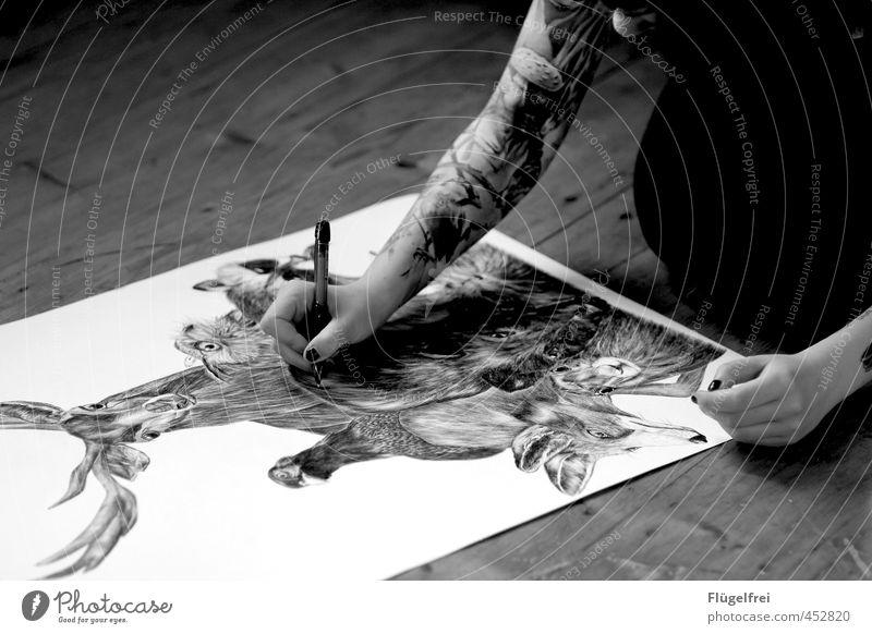 Detailverliebt Mensch Jugendliche Erwachsene 18-30 Jahre feminin Vogel Arme Design Finger Bodenbelag malen Grafik u. Illustration Tattoo Bild zeichnen Zeichnung