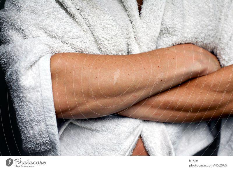 Bademeisterin Fitness Sport-Training Sportler Frau Erwachsene Mann Leben Unterarm Muskulatur Sehne 1 Mensch Bademantel Handtuch warten Coolness muskulös