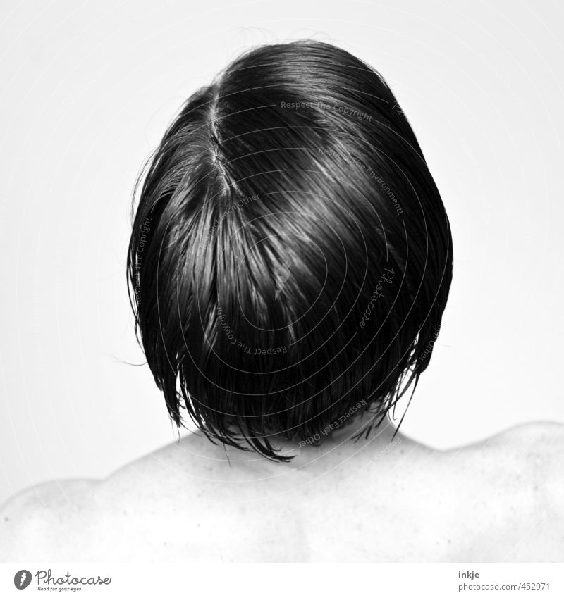 Kopf Stil schön Körperpflege Haare & Frisuren Frau Erwachsene Leben 1 Mensch 30-45 Jahre schwarzhaarig kurzhaarig Scheitel Blick stehen nackt nass weiß