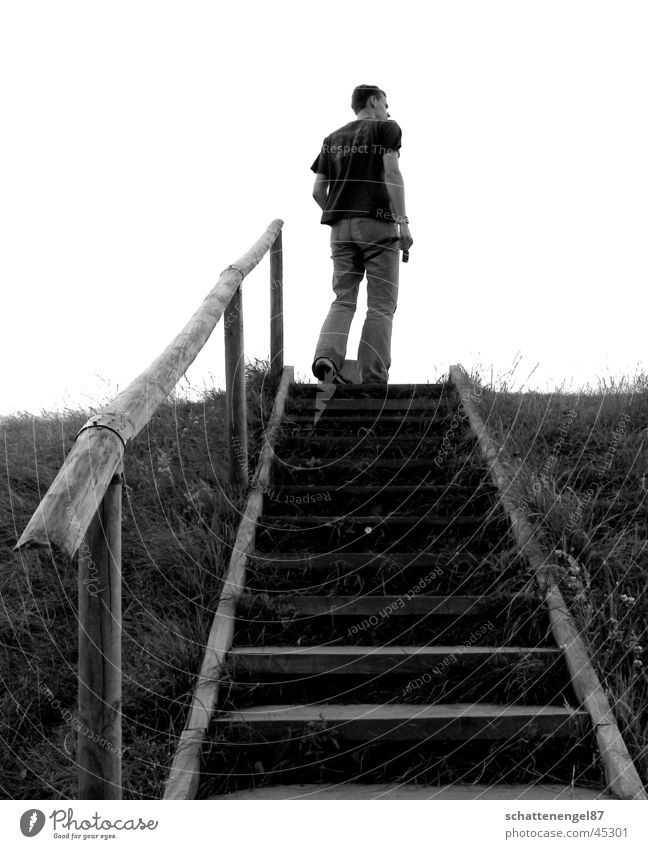 aufblick Mann weiß Ferien & Urlaub & Reisen schwarz Treppe Insel Schlüssel Dänemark Mittelpunkt Grauwert