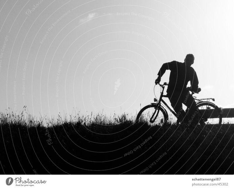 ostsee-radtour Mann Sonne Ferien & Urlaub & Reisen schwarz Wolken Fahrrad Ostsee Grauwert