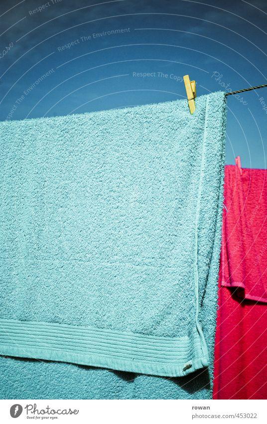 trocknen 2 Häusliches Leben Wohnung Wärme Handtuch Klammer Wäscheleine rosa zyan Wäscheklammern hängen Schwimmen & Baden Sommer Farbfoto Außenaufnahme