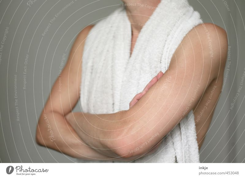 Untermieter   Stau vorm Bad Mensch Frau weiß ruhig Erwachsene Leben Gefühle Stimmung Körper Haut Arme warten stehen dünn sportlich Gelassenheit