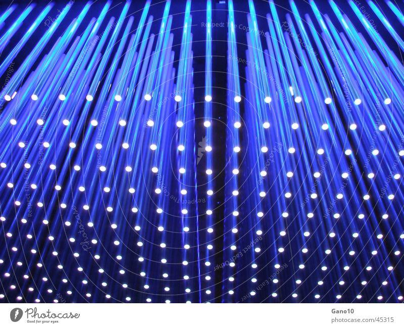 ~ blue pins ~ blau Licht Lichtobjekt Lampe obskur Stab