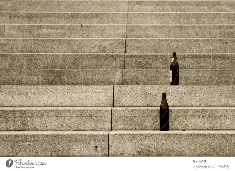 ~~ ausgetrunken ~~ leer Treppe Getränk Freizeit & Hobby Bier Flasche Alkohol Bierflasche