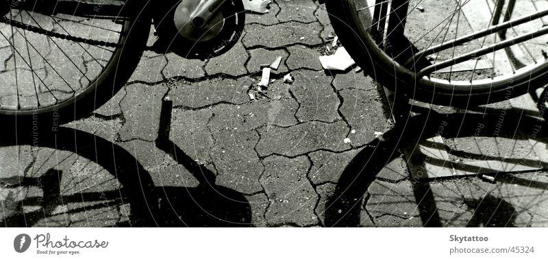 Ausschnitt Fahrrad schwarz weiß Pedal Fahrzeug Hälfte Elektrisches Gerät Technik & Technologie Rad Stein Speichen Schatten Kette