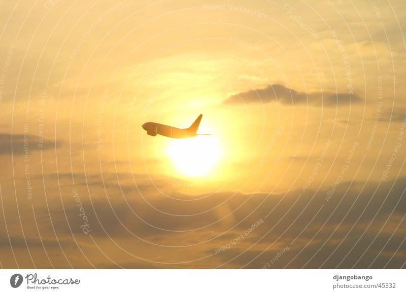 Flieger grüß' mir die Sonne Himmel Wolken Flugzeug Beginn