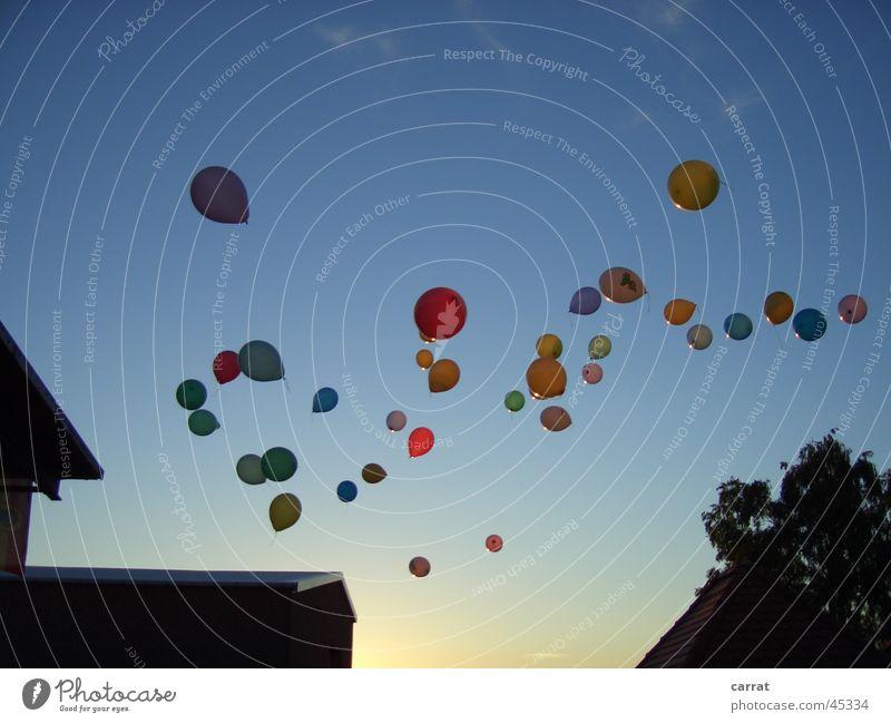 1 2 3 4 ... 50 Ballons auf ihrem Weg zum Horizont Feste & Feiern Luftverkehr Luftballon Seifenblase Jubiläum