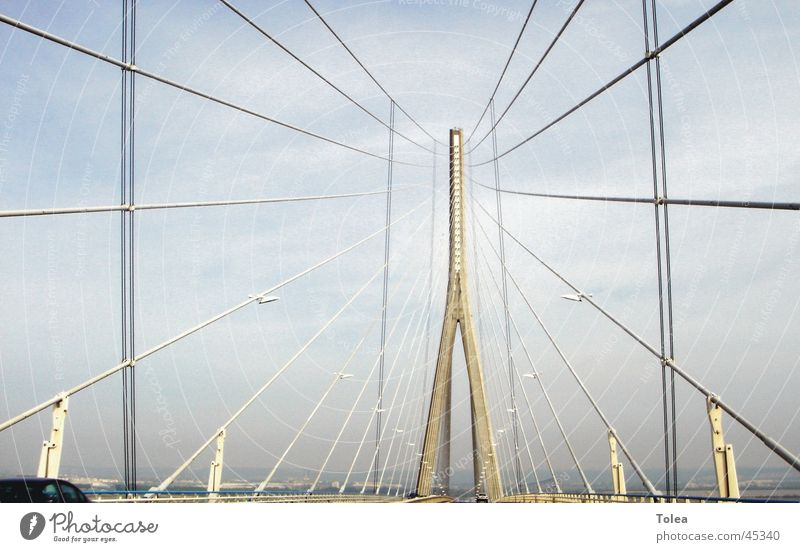 Pont de Normandie Haken Hängebrücke Brücke Graffiti Tor