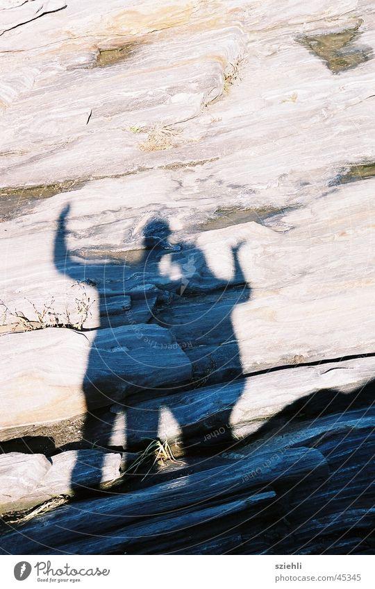 Masi Mann Frau Paar Schatten Stein Mensch Sommer Liebe paarweise Liebespaar Zusammensein Partnerschaft Vertrauen Zuneigung harmonisch Glück zusammengehörig