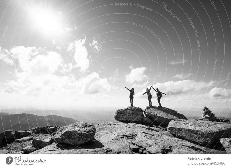 Big Sky Mensch Frau Natur Jugendliche Ferien & Urlaub & Reisen Erholung Landschaft ruhig 18-30 Jahre Ferne Erwachsene Umwelt Berge u. Gebirge Leben feminin