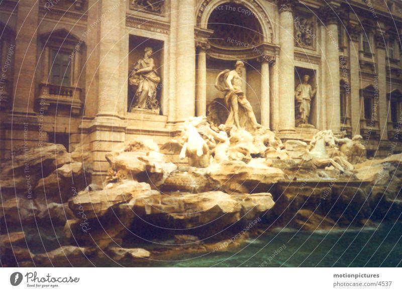 Rom Trip 2002 - Fontana di Trevi Brunnen Italien Springbrunnen