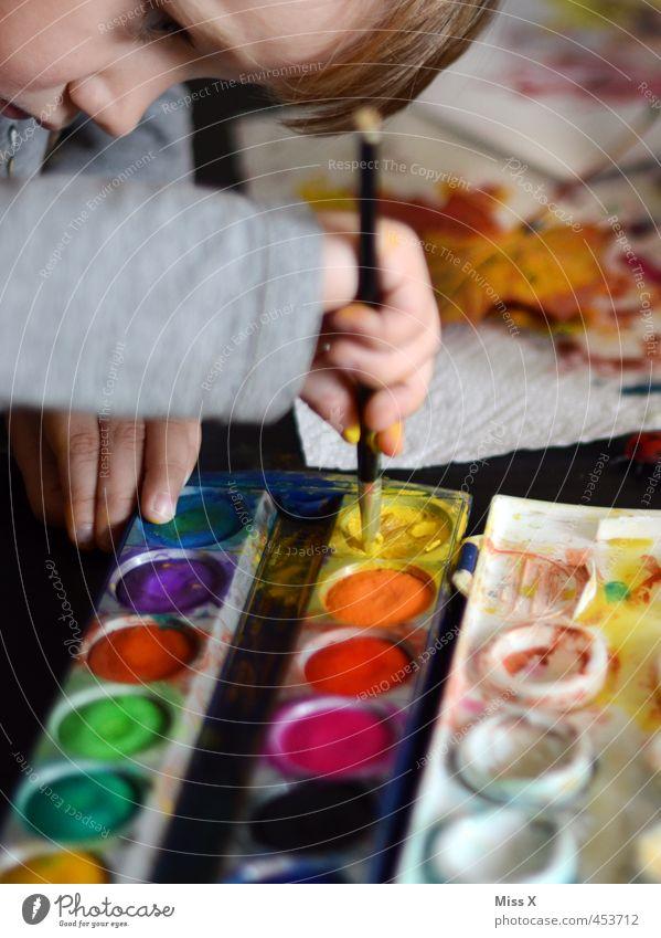 Lieblingsfarbe Mensch Kind Farbe Gesicht Farbstoff Spielen Freizeit & Hobby Kindheit niedlich Kreativität malen Konzentration Kleinkind Künstler Pinsel Basteln