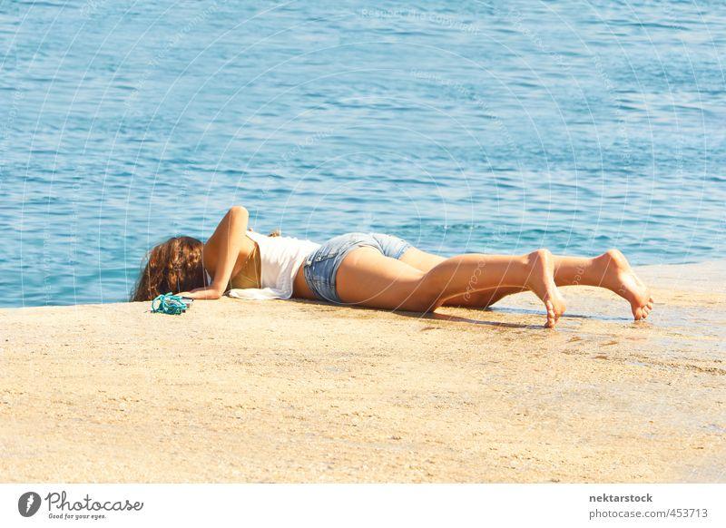girl at water Ferien & Urlaub & Reisen Sommer Sommerurlaub Sonne Sonnenbad Meer feminin Junge Frau Jugendliche Haut Rücken Gesäß Beine Fuß 1 Mensch 18-30 Jahre