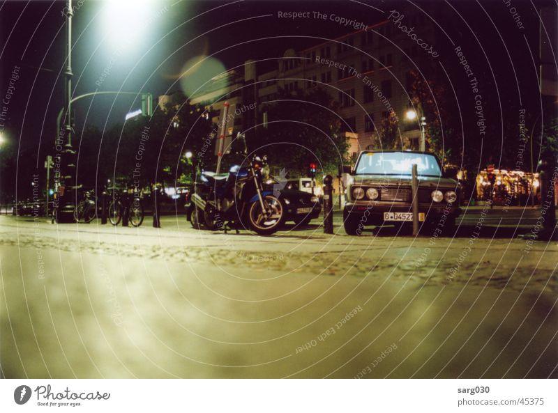 Unfall bei Nacht Berlin PKW Kunst Freizeit & Hobby Bordsteinkante