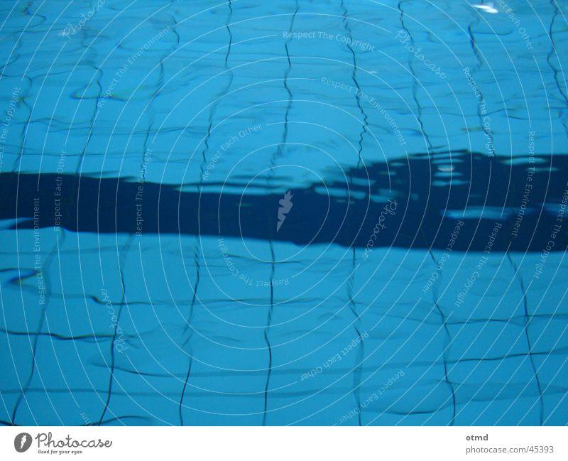 deep_blue blau Wasser dunkel kalt Linie Wellen nass Schwimmbad Klarheit Fliesen u. Kacheln Rechteck