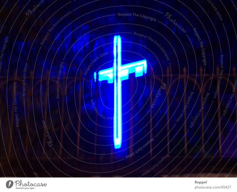 Jesus still alive Religion & Glaube Rücken obskur Nachtaufnahme