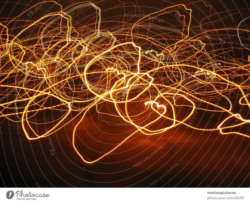 zzzziiiiibb Straßenbeleuchtung Nacht Lichtschweif Schwanz entladen Lichtspiel Langzeitbelichtung Lichtblitze elektrisierend geladen