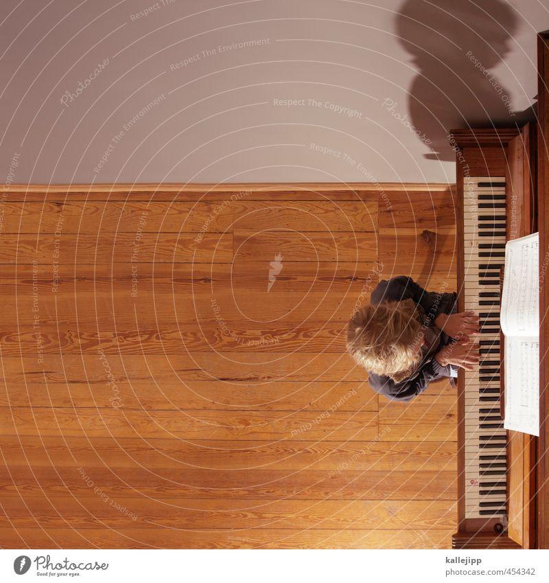 Kind am Klavier Mensch Junge 1 8-13 Jahre Kindheit Musik Musik hören Klaviatur musizieren Musiknoten Bildung Schatten Musiker Musikinstrument Textfreiraum