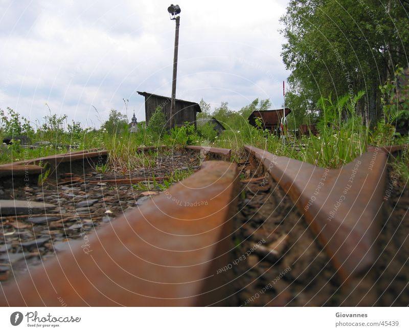 SchieferGleise Traurigkeit Verkehr Eisenbahn Trauer Verfall Rost DDR Bergbau