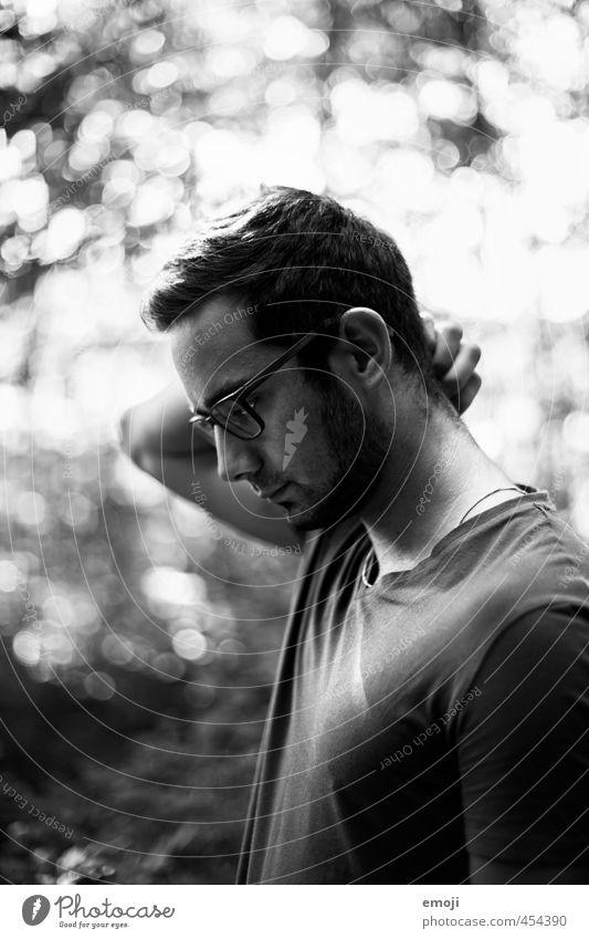 Profil maskulin Junger Mann Jugendliche Kopf 1 Mensch 18-30 Jahre Erwachsene schön nachdenklich ernst Schwarzweißfoto Außenaufnahme Tag Gegenlicht Low Key