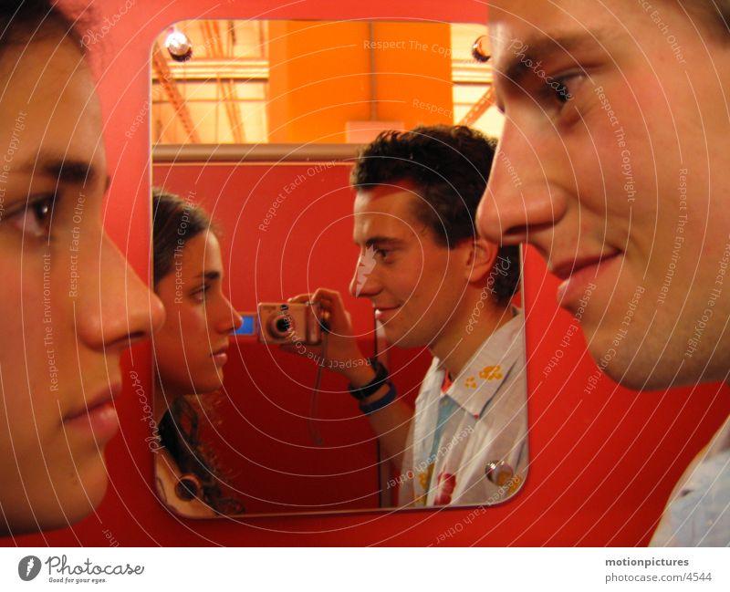 ach jetzt komm schon Schatz...bitte! Umkleideraum Gegenüberstellung böse Gute Laune Schlechte Laune Spiegelbild Wahrheit Konflikt & Streit ernst Mensch