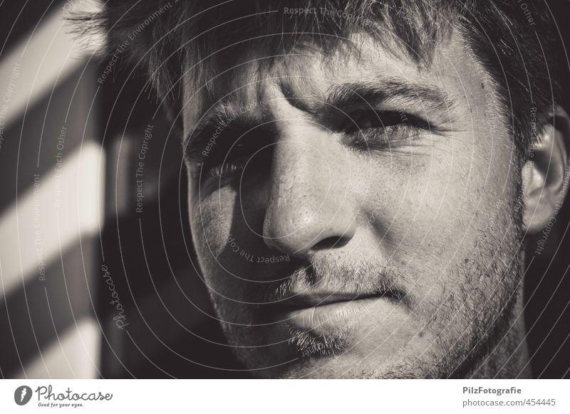 Dani maskulin Junger Mann Jugendliche 1 Mensch 18-30 Jahre Erwachsene Bart Dreitagebart beobachten Denken Blick authentisch eckig einfach einzigartig natürlich