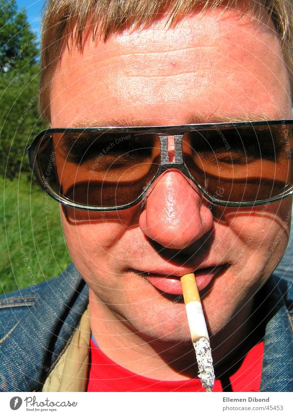 cool guy Mann Sonne Zigarette Sonnenbrille Siebziger Jahre Erscheinung