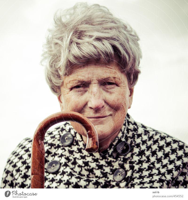 JMW Seniorenpflege Zufriedenheit feminin Weiblicher Senior Frau Großmutter 1 Mensch 60 und älter Luft Himmel Wolken Spazierstock grauhaarig alt dunkel