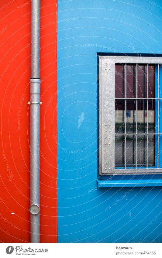 rotblau. Arbeitsplatz Fabrik Industrie Handel Güterverkehr & Logistik Dienstleistungsgewerbe Industrieanlage Mauer Wand Fassade Fenster Fallrohr Gitter Stein