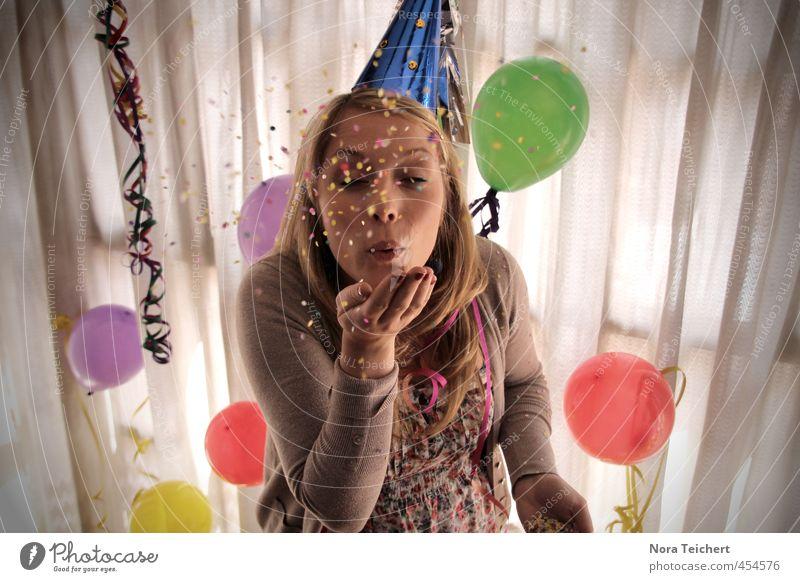 Wünsch dir was! Party Feste & Feiern Frau Konfetti mehrfarbig Luftballon Dekoration & Verzierung Gardine Überraschung blasen Geburtstag Gesicht Wunsch Licht