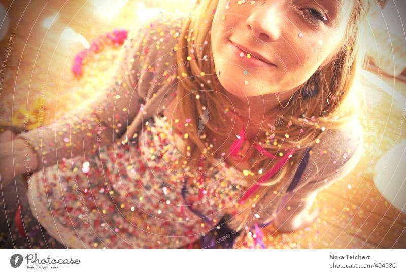 Konfettirausch Mensch Frau schön Sommer Gesicht Erwachsene Auge feminin Stil Glück Kunst Feste & Feiern Haare & Frisuren Kopf Party Dekoration & Verzierung
