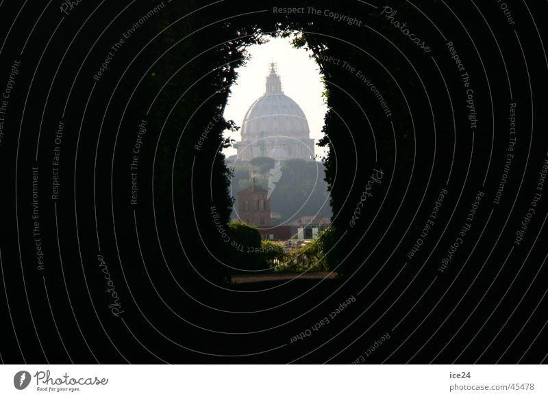 Petersdom durchs Schlüsselloch Italien historisch Rom Vatikan