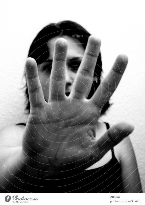 Abstand Frau Hand Lücke Schwarzweißfoto Ablehnung Nahaufnahme