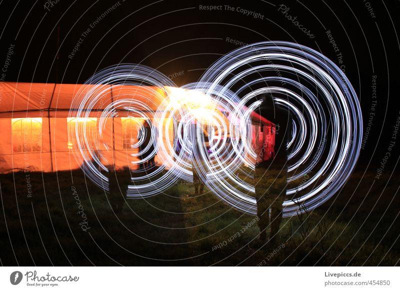 Wiesenmeer Mensch maskulin Mann Erwachsene 1 30-45 Jahre Kunst Maler Kunstwerk Zelt Kunststoff Bewegung drehen leuchten stehen hell retro rund Lichtspiel