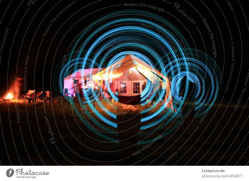 Wiesenmeer Mensch Mann blau Pflanze Erwachsene Wiese Bewegung hell Kunst maskulin leuchten stehen retro rund heiß drehen