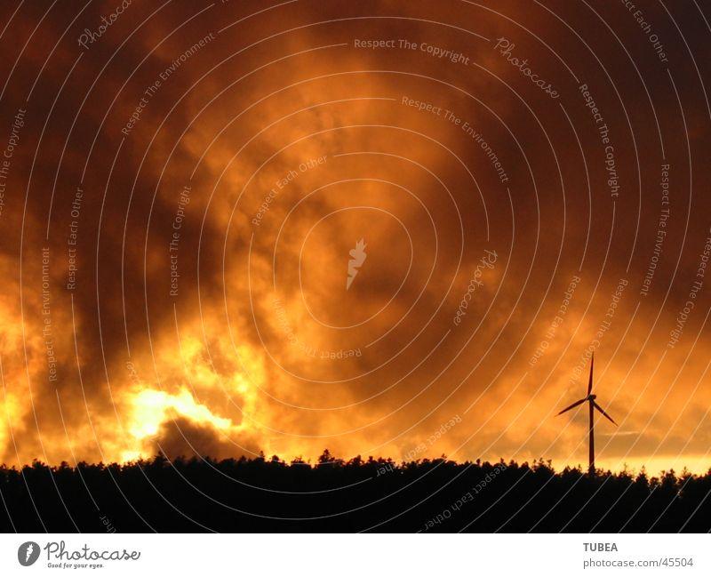 Abendstimmung Wolken Brand Windkraftanlage Abenddämmerung