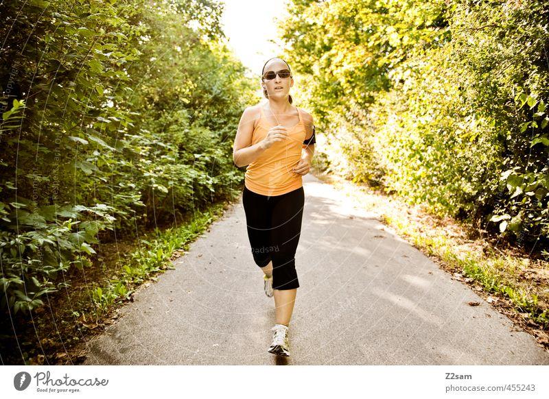 just do it Lifestyle Sport Fitness Sport-Training Joggen feminin Junge Frau Jugendliche 18-30 Jahre Erwachsene Natur Sonnenlicht Sommer Schönes Wetter Sträucher