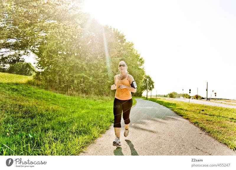 Running Natur Jugendliche schön Sommer Sonne Junge Frau Erholung Landschaft 18-30 Jahre Umwelt Erwachsene Straße Bewegung feminin Sport natürlich