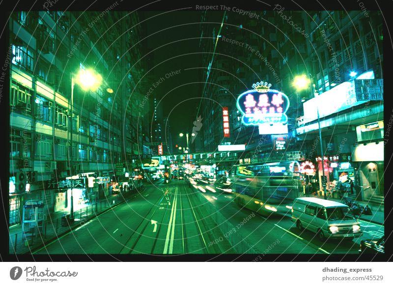 Grünes Licht Nacht Neonlicht Verkehr China Hongkong Architektur Bewegung Straße Stadt geschlossen Geruch