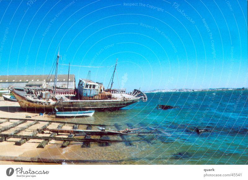 schiff Meer Wasserfahrzeug Sommer Strand Schifffahrt altes schiff Blauer Himmel