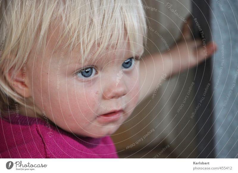 Lotte Pulver Mensch Kind Natur Mädchen Bewegung Spielen Kopf natürlich Gesundheit blond Kindheit lernen beobachten Hoffnung neu festhalten