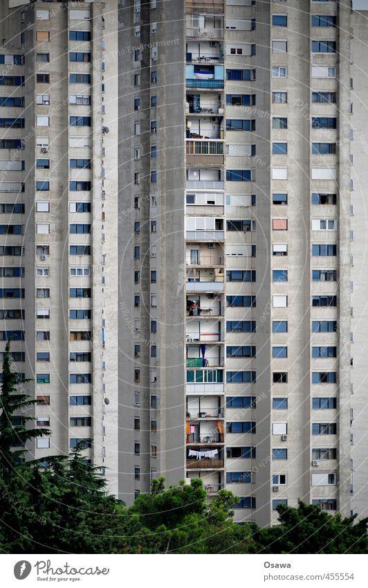 Rijeka | 600 alt Fenster Architektur grau Fassade trist Hochhaus Beton verfallen Balkon Wohnhaus Wohnhochhaus Plattenbau Kroatien verwittert