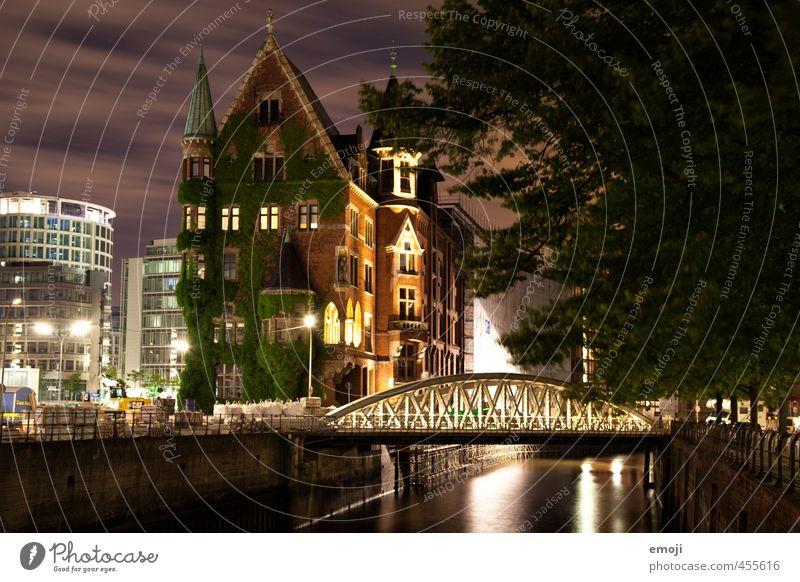 Villa Moos Fluss Stadt Haus Traumhaus Brücke alt außergewöhnlich schön Hamburg Alte Speicherstadt Burg oder Schloss Farbfoto Außenaufnahme Menschenleer Nacht