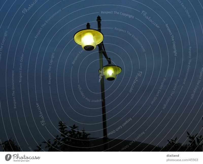 es werde Licht Laterne Nacht Lampe Außenleuchte Verkehr Straße Beleuchtung