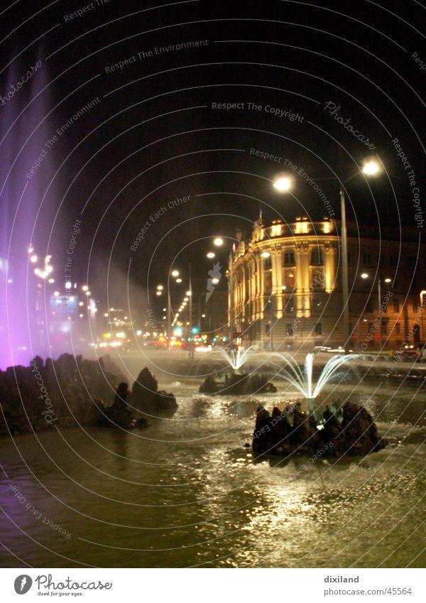 Wien bei Nacht Wiener Ringstraße Brunnen Licht Architektur Wasser Farbe