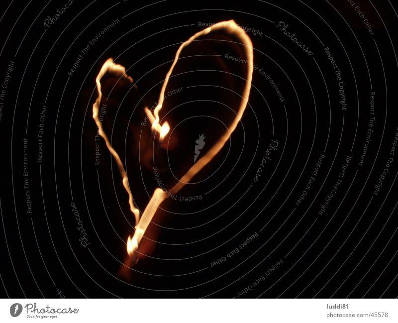 herz in Flammen schwarz Langzeitbelichtung Herz Brand Liebe