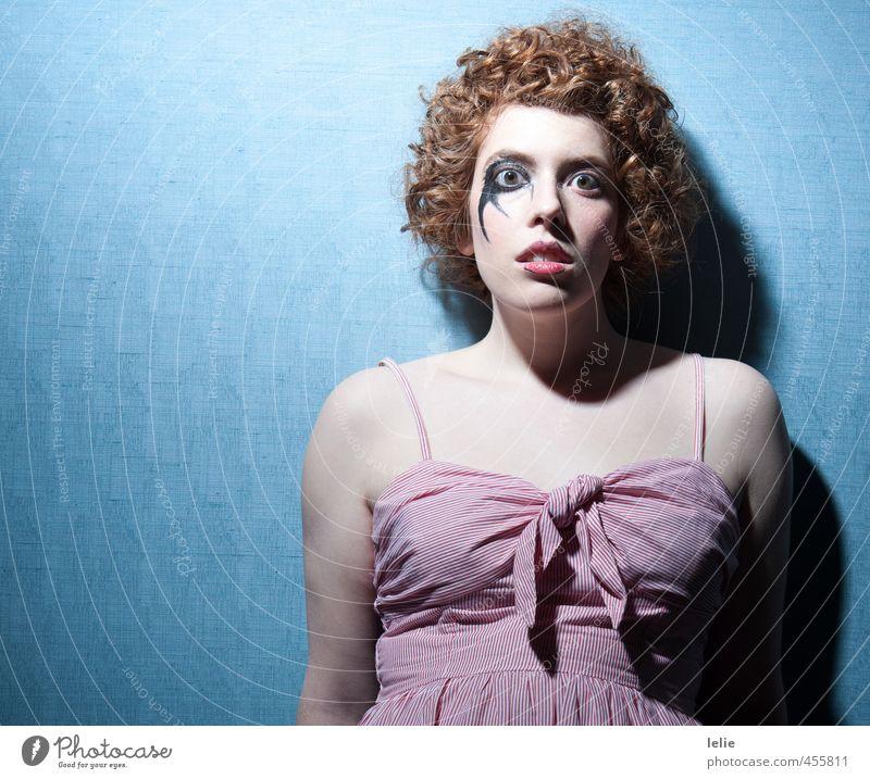 I'll be your clown Mensch Jugendliche blau schön rot Einsamkeit Junge Frau Erwachsene 18-30 Jahre Leben feminin Gefühle Traurigkeit Haare & Frisuren träumen retro