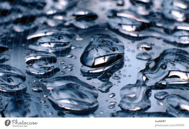 Tropfen Wasser Regen Wassertropfen nah Spiegel