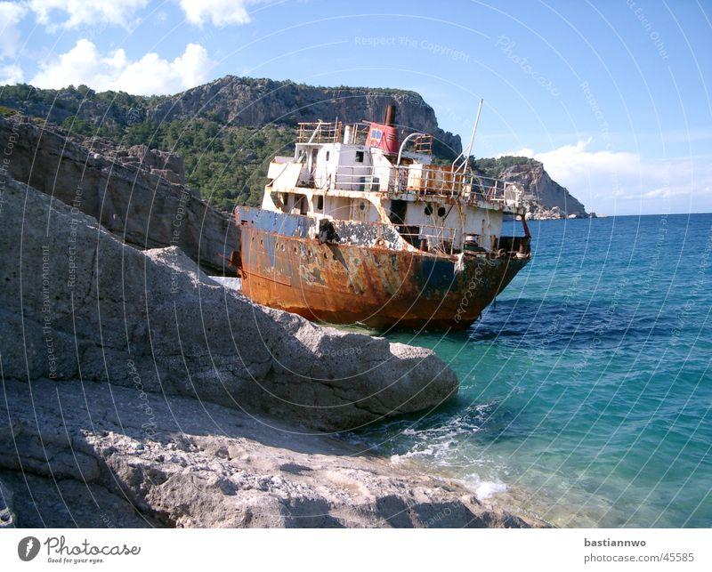 Gestrandet Wasserfahrzeug Meer gestrandet Schiffbruch Sonne Schifffahrt Rost alt